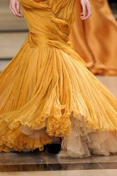 See every last detail from shoes and jewels, to bags and belts, from the Stephane Rolland Spring 2011 Couture show. Couture Fashion, Runway Fashion, High Fashion, Women's Fashion, Stephane Rolland, Couture Details, Fashion Details, Mellow Yellow, Bright Yellow