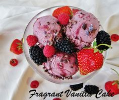 Raw Berry Cacao Bliss Ice Cream from Fragrant Vanilla Cake Raw Dessert Recipes, Raw Vegan Desserts, Raw Vegan Recipes, Vegan Sweets, Whole Food Recipes, Delicious Desserts, Yummy Food, Healthier Desserts, Vegan Options