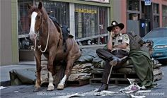 Walking dead: rick and his horse take a break on set