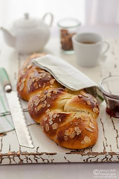 Cardamom Infused Challah from What's For Lunch Honey? Whats For Lunch, Bread Bun, Jewish Recipes, Challah, Bagels, Sweet Bread, Bread Baking, Baking Recipes, Brunch