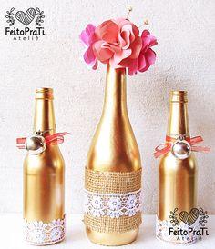 Trio de garrafas decoradas artesanalmente, ideal para decoração de ambientes, eventos, festas, centro de mesa.    Confeccionamos as garrafas em qualquer cor!