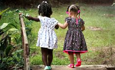 Unsere Freundschaft soll nie schwanken, bis wir zusammen ins Altersheim wanken.  http://www.aus-liebe.net/freundschaftsgedichte-freundschaftsspruch-unsere-freundschaft/