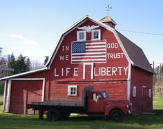 Proud to be American… Patriotic Red Barn in Latah, Washington Country Barns, Country Life, Country Living, Country Strong, Country Roads, American Barn, American Flag, American Pride, American Country
