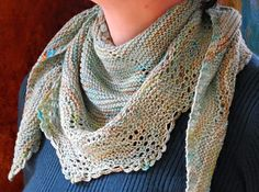 Fan and Feather Shawl by Stefanie Peulen - a free pattern. This would be a pretty scarf.