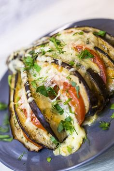 Fanned eggplants with tomatoes and mozzarella are quick and easy to prepare. You can find the recipe under the link. Eggplant Recipes Filled eggplant fanned with tomato mozzarella Foodtempel - Einfach lecker kochen Best Pasta Salad, Greek Salad Pasta, Greek Salad Recipes, Keto Recipes, Vegetarian Recipes, Healthy Recipes, Quick Recipes, Aubergine Feta, Tomate Mozzarella