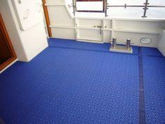 Hinteres Deck der Motor-Yacht CETARA mit Decksbelag MARINE