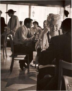 Roy Schatt, Marilyn Monroe in Child's Diner (a restaurant chain), 1955