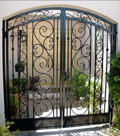 Sun King Fencing & Gates provides the highest quality custom wrought iron fences and gates to homes and businesses throughout the Phoenix Metropolitan Area. Wrought Iron Decor, Wrought Iron Fences, Front Gates, Entrance Gates, Gate For Home, Gate Decoration, Tor Design, Iron Gate Design, Courtyard Entry