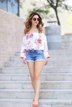 1-stylish-off-shoulder-tops-with-shorts-1