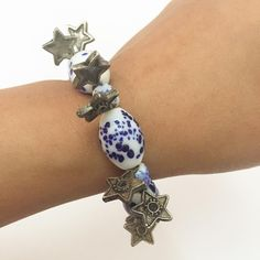 Stars in the sky charms and bead bracelet #stars #glassbeads #accessories #accessoriesoftheday #accessorieslovers #etsy #etsyseller #charmbracelet #beads #starcharm #blueandwhite #blue #whitebead #fashion #instapic #instafollow #instalove #armatuer #berlin #paris #worldwide #cashondelivery #india #chandigarh #handmade #art #varanasi #delhi #autumncollection #celestial