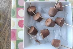 Healthy Low Fat Chocolate Frozen Yogurt http://www.yummly.com/blog/2012/05/10-fine-flavors-of-homemade-frozen-yogurt/
