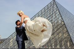 Dancing at the Louvre Museum with Stella & Bahram - WESHOOT Paris Photo Session