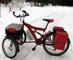 vélo d'hiver électrique trois roues, probablement monté à partir d'une vieux cadre de vélo de montagne en acier