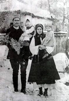Брачни пар у ношњи, после првог светског рата. Young married couple, Serbia, after WWI