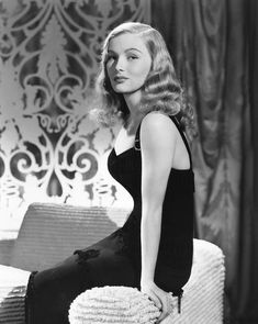 Veronica Lake, Ca. Early by Everett Veronica Lake Vintage Hollywood, Old Hollywood Stars, Old Hollywood Glamour, Golden Age Of Hollywood, Classic Hollywood, Hollywood Fashion, 80s Fashion, Fashion 2020, Indian Fashion