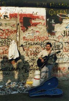 BERLIN WALL 24 FEB 1990