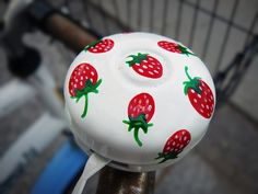 Strawberry bike bell Strawberry Delight, Strawberry Fields Forever, Strawberry Recipes, Kids Bike Accessories, Beach Cruiser Bikes, Beach Cruisers, Bike Craft, Strawberry Decorations, Bicycle Bell