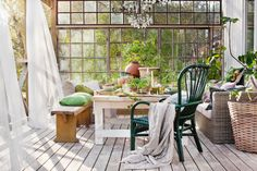 The dream of an orangery is closer than you think! - Sweet home Outdoor Dining, Outdoor Spaces, Outdoor Decor, Greenhouse Shed, Balcony Garden, Glass House, Dream Rooms, Interior Inspiration, Ikea
