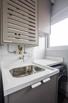 Outdoor Laundry Rooms, Küchen Design, House Design, Lisbon Apartment, Small Modern Kitchens, Plywood Kitchen, Laundry Room Remodel, Laundry Room Design, Downstairs Bathroom