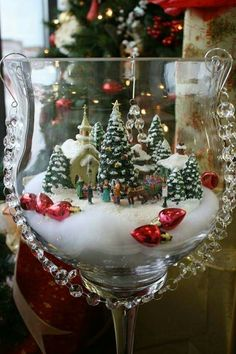 30 Affordable Christmas Table Decorations Ideas 2019 – Welcome My World Christmas Scenes, Christmas Wreaths, Christmas Ornaments, Christmas Tree, Family Christmas, Christmas Lanterns, Christmas Villages, Christmas Table Decorations, Tree Decorations