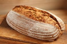 This einkorn sourdough loaf is light, soft and has a nice thin crust. Using sourdough starter and einkorn wheat gives you a delicious loaf of bread that is easy to digest. Whole Grain Sourdough Bread Recipe, Einkorn Bread, Whole Wheat Sourdough, Sourdough Bread Starter, Sourdough Recipes, Bread Recipes, Flour Recipes, Paleo Bread, Bratwurst