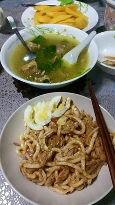 My weekend special! Spicy noodle salad (nan gyi thote) with chicken soup.