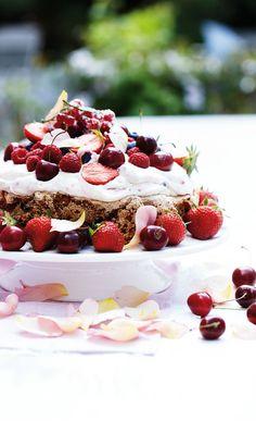 Ruusuinen maapähkinäkakku