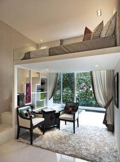 kleine wohnung einrichten mit hochbett_kleines wohzimmer ideen mit modernem hochbett design und kleines wohnbereich mit fenstertüren