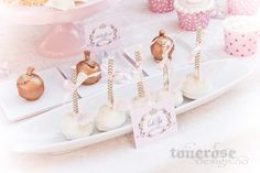 Princess cake pops // gold apples Princess Cake Pops, Princess Party, Apples, Place Cards, Place Card Holders, Gold, Apple