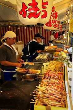 Sampling different types of Japanese street food or yatai in Japan, a primer during the many festivals that happen around the many provinces of Japan http://travelphotodiscovery.com/japanese-street-food/