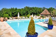 Location d'un manoir de vacances avec piscine en Périgord blanc pour huit personnes, près de Mussidan, à louer chez Coins Secrets. Mansion vacation rental in Dordogne, France.
