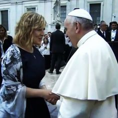 Darlene Zschech visits the Pope.