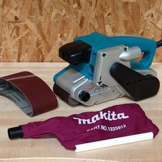 Makita 9903, 3-Inch-by-21-Inch Variable Speed Belt Sander