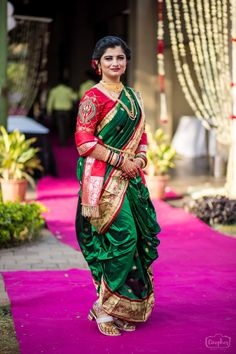 Top 10 Jewellery / Fashion Tips for a Maharashtrian Bride. Indian Bridal Photos, Indian Bridal Sarees, Indian Bridal Fashion, Indian Wedding Bride, Indian Wedding Outfits, Bridal Outfits, Marathi Saree, Marathi Bride, Maharashtrian Saree