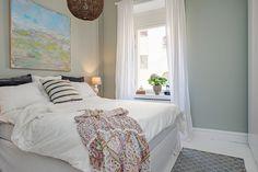 dormitorio blanco sencillo y elegante