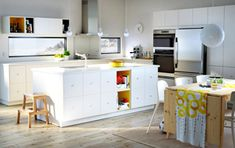 A beachy kitchen for eating, playing and loving