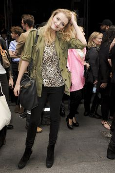#LilyDonaldson #model #offduty #streetstyle Army Green Jacket Outfit, Military Jacket Outfits, Vs Models, Models Off Duty, Lily Donaldson, Denim Ideas, Her Style, Supermodels, Celebrity Style
