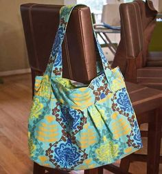 This bag is nicely styled and is an easy to make tote bag that is perfect for casual outings or when running around town. The bag is fully lined with pocke