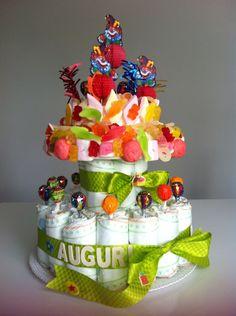 Torta di pannolini e caramelle per compleanno 2 anni