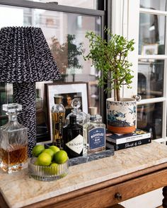 Here's How to Style Your Bar Cart So It Doesn't Feel Basic Traditional Bar Carts, Traditional Decor, Drink Display, Marble Tray, Best Cocktail Recipes, My Bar, H&m Home, Bar Areas, Fun Cocktails