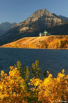 Prince of Wales Hotel, Waterton National Park, Alberta, Canada. Places Around The World, Oh The Places You'll Go, Places To Travel, Places To Visit, Beautiful World, Beautiful Places, Beautiful Park, Waterton Lakes National Park, Waterton Park