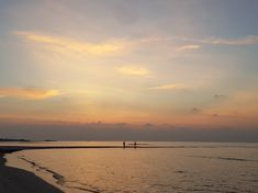 Thulusdhoo Sandbank at sunset 🌅 #Maldives #travel #island #beach #indianocean #tropics #naturelovers #sky #vacation #bucketlist