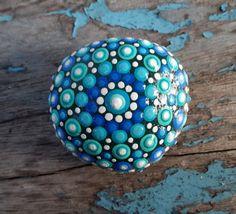 Mandala Stone - Hand painted - Dotillism - 5 cm diameter 2cm depth