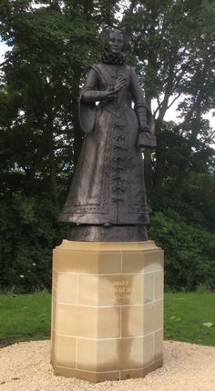 New Statue of Mary Stuart, Queen of Scots (Linlithgow Palace, Scotland)