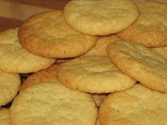 Coconut Biscuits - Crisp, delicious and perfect with a cuppa. Coconut Recipes, Baking Recipes, Cookie Recipes, Dessert Recipes, Recipes Dinner, Bisquick Recipes, Old Recipes, Crockpot Recipes, Keto Recipes