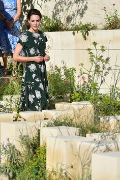 Catherine, Duchess of Cambridge arrives to view the 'M&G Garden as she visits the RHS Chelsea Flower Show press day at Royal Hospital Chelsea on May 2017 in London, England. Members Of The Royal Family Visit The RHS Chelsea Flower Show Kate Middleton Prince William, Prince William And Catherine, William Kate, Style Kate Middleton, Kate Middleton Photos, Pippa Middleton, Chelsea Flower Show, Princess Kate, Princess Charlotte