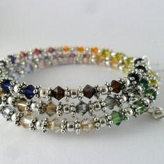 Bracelet multicolore en fil mémoire avec perles bicônes cristal swarovski Multicolor bracelet memory wire with beads Swarovski crystal bicones