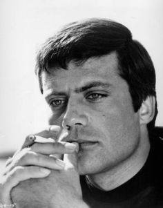 Oliver Reed... Great actor!
