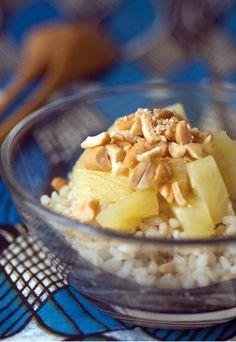 Rezept Ananas-Reissalat - Ananas-Rezepte - Ananas-Desserts - Dieser exotische Salat ist fruchtig, herzhaft und sättigend zugleich. Falls Sie nicht so gerne Cashew-Nüsse mögen, probieren Sie das Rezept auch mit Erdnüssen oder Pinienkernen...