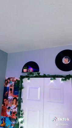 Hippie Bedroom Decor, Indie Room Decor, Teen Room Decor, Bedroom Crafts, Room Ideas Bedroom, Vinyl Wall Decor, Chambre Indie, Cute Diy Room Decor, Record Shelf